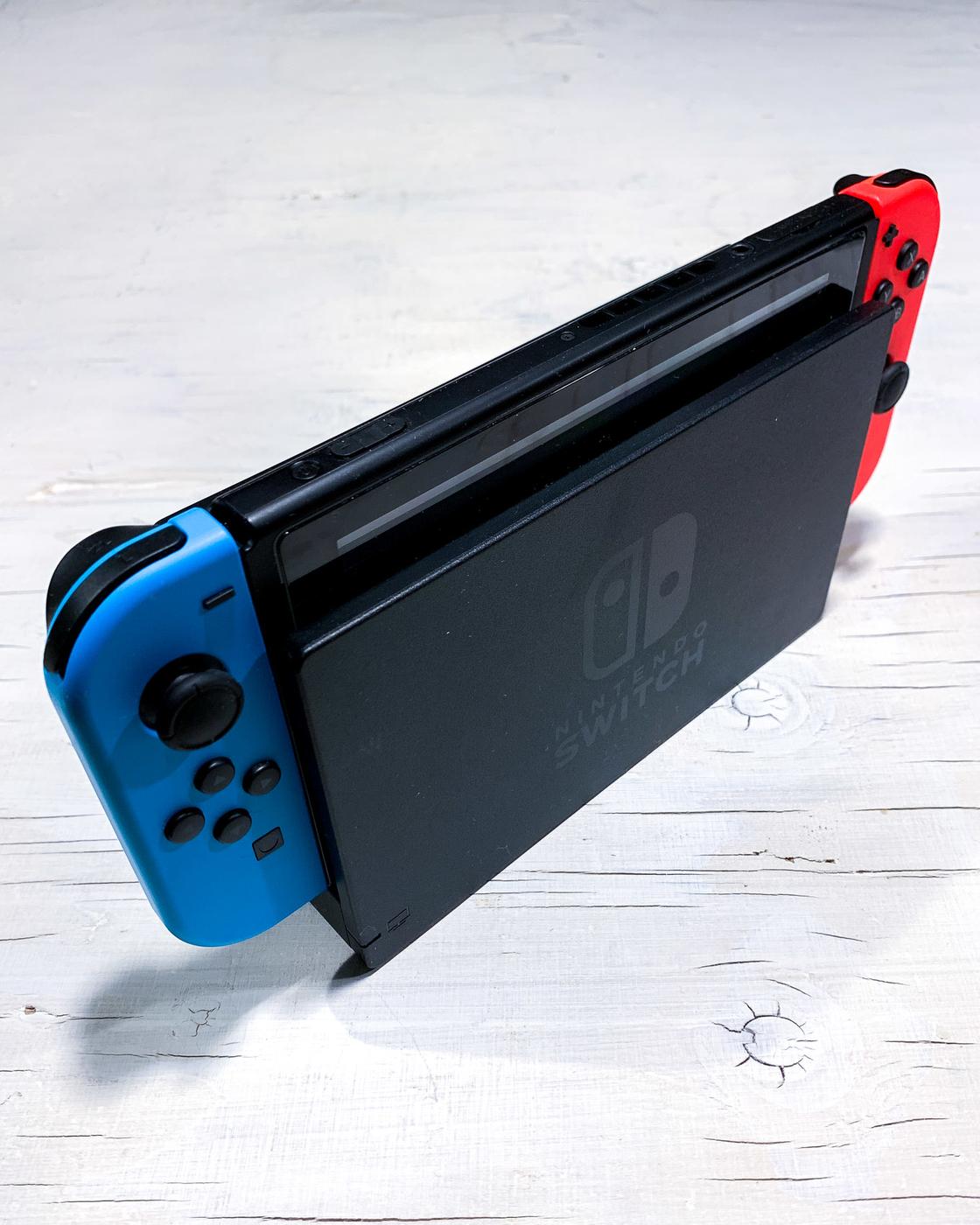 Nintendo Switch-1.jpg