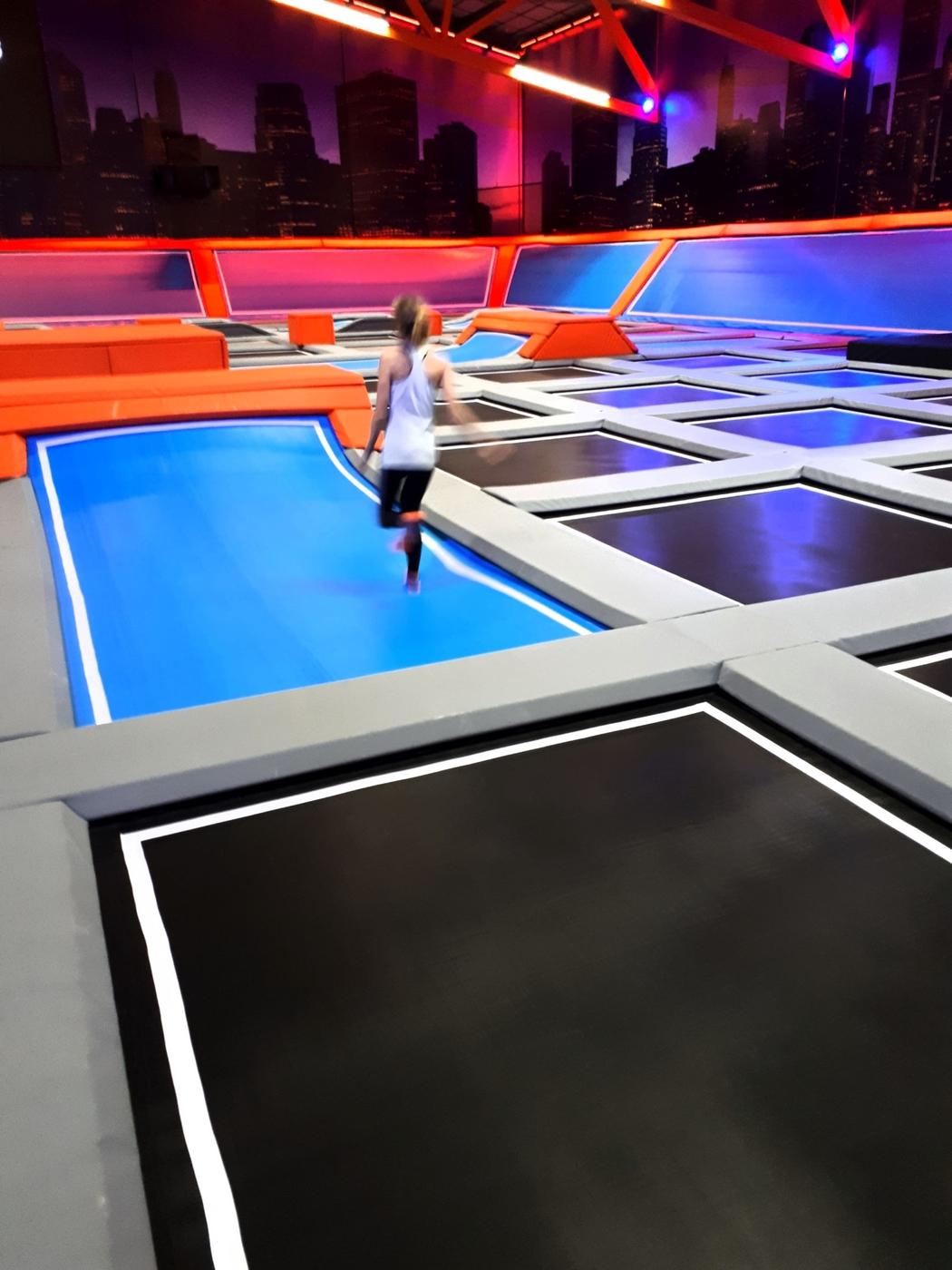 Hassuttelua ja hikoilua trampoliineilla (sis. linkin halvempiin lippuihin)