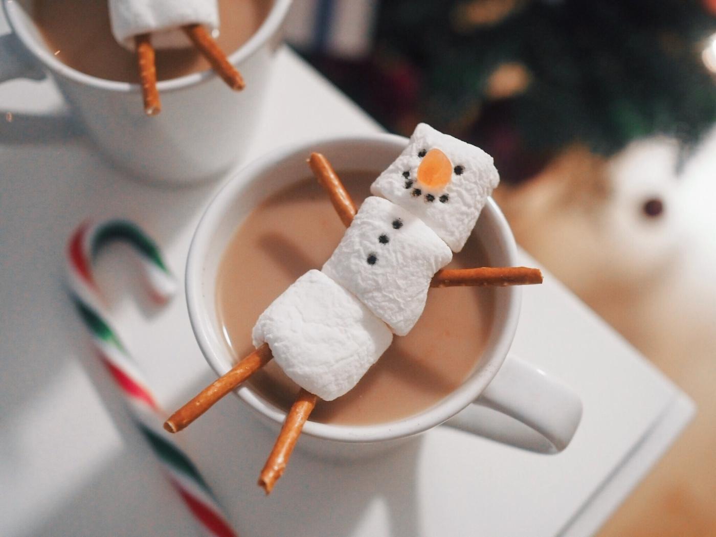 miffanjuhlat-vaahtokarkki-lumiukko-kaakao-2.JPG