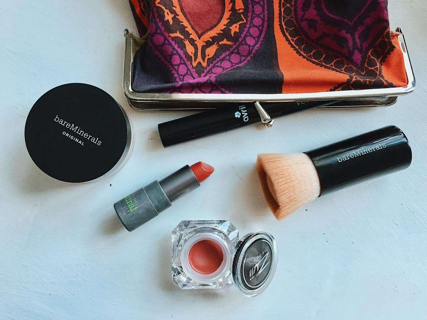 Ekologinen meikkipussi: 4 tuotetta riittää