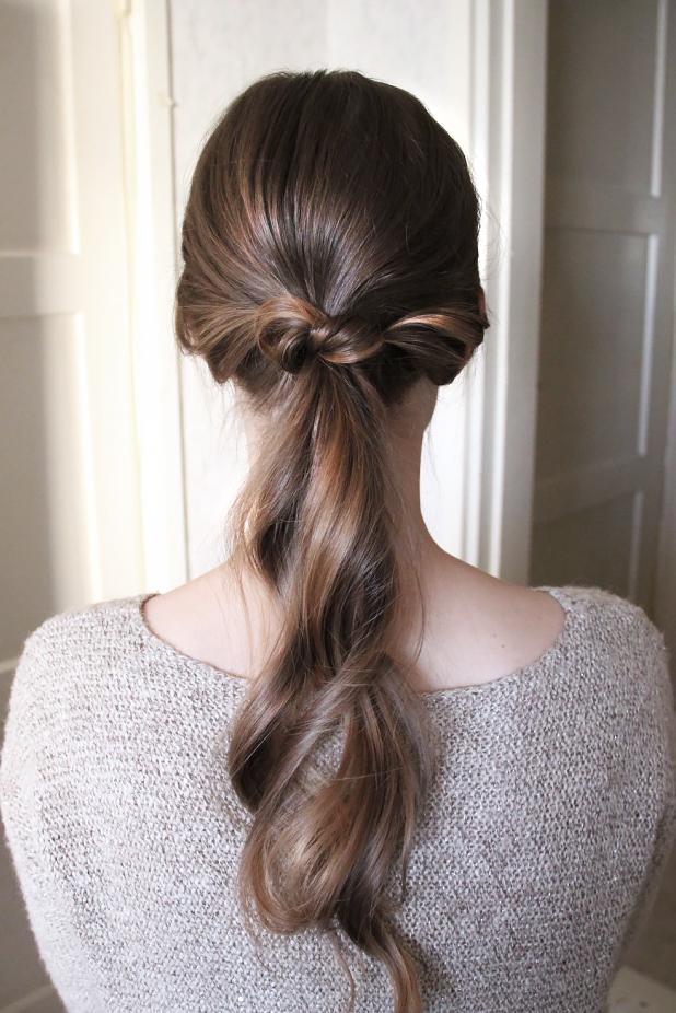Tutorial: Peitä hiuslenkki solmulla
