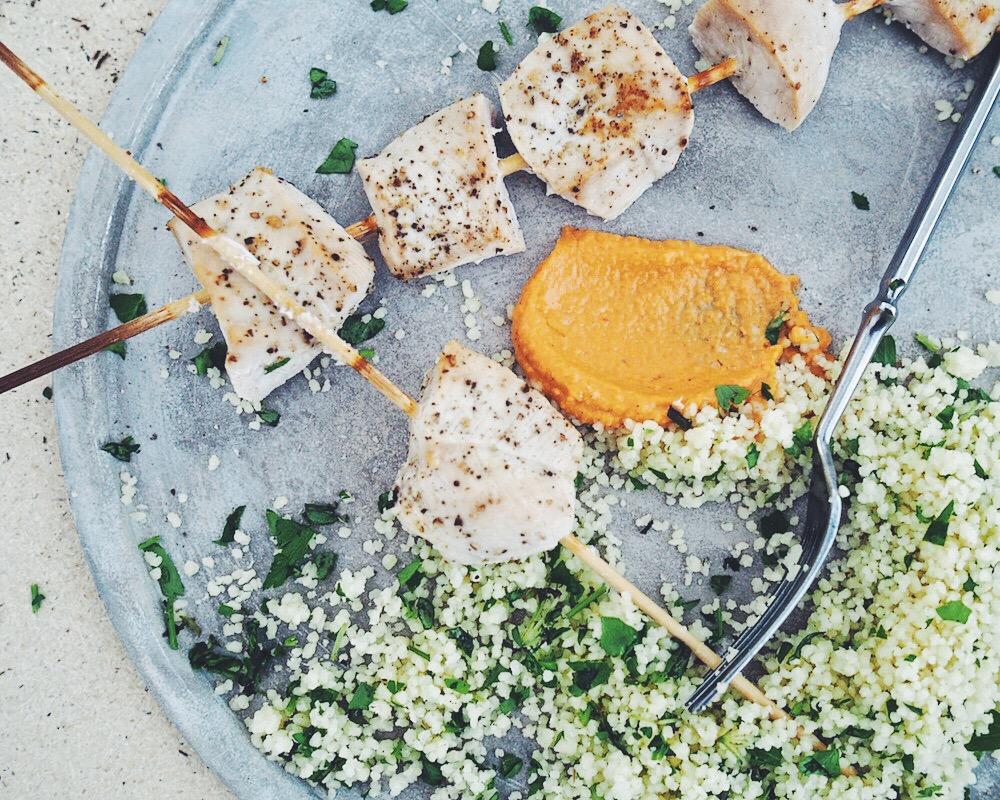 Paprikahummus – kanaa ja couscousia