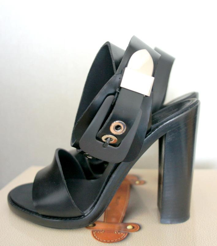 dsc09455shoes.jpg