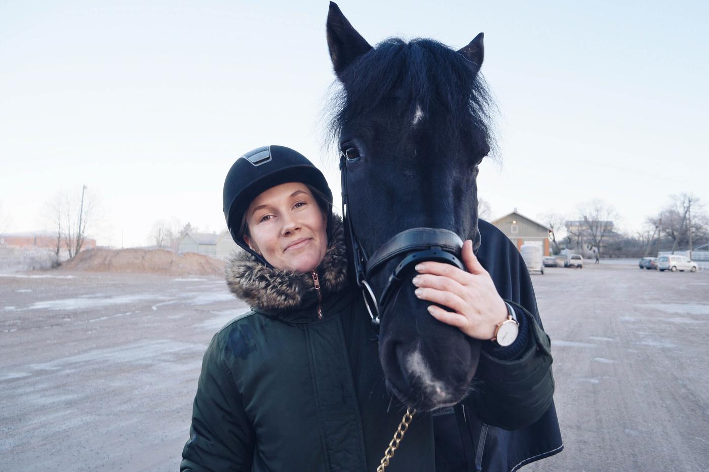 pakkaspäivä hevostellen