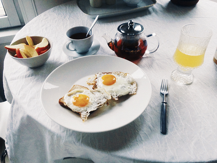 Aamupaloista, sarjoista ja muusta / Of breakfast and things