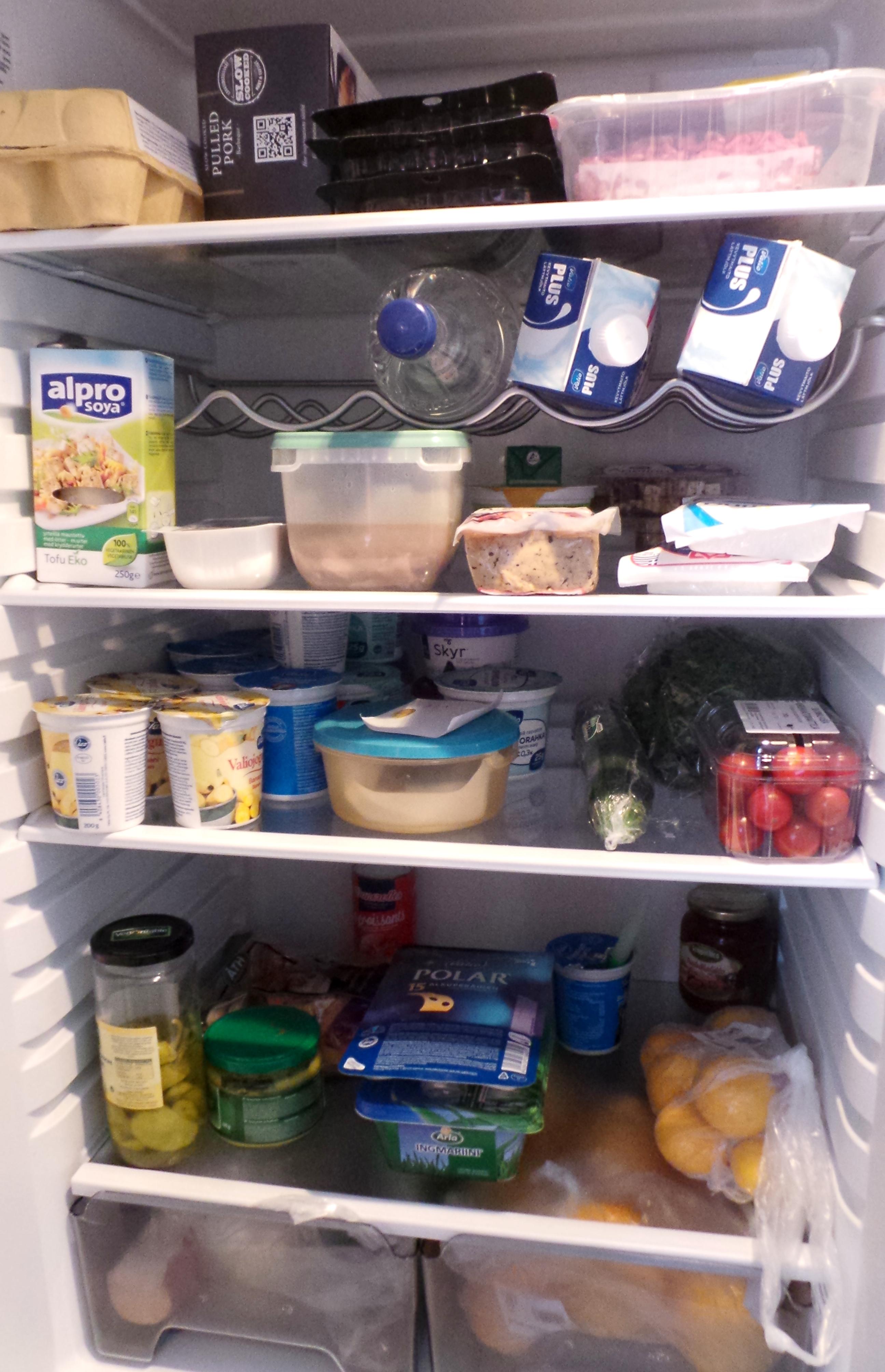 Kurkistus jääkaappiin (ja haaste)