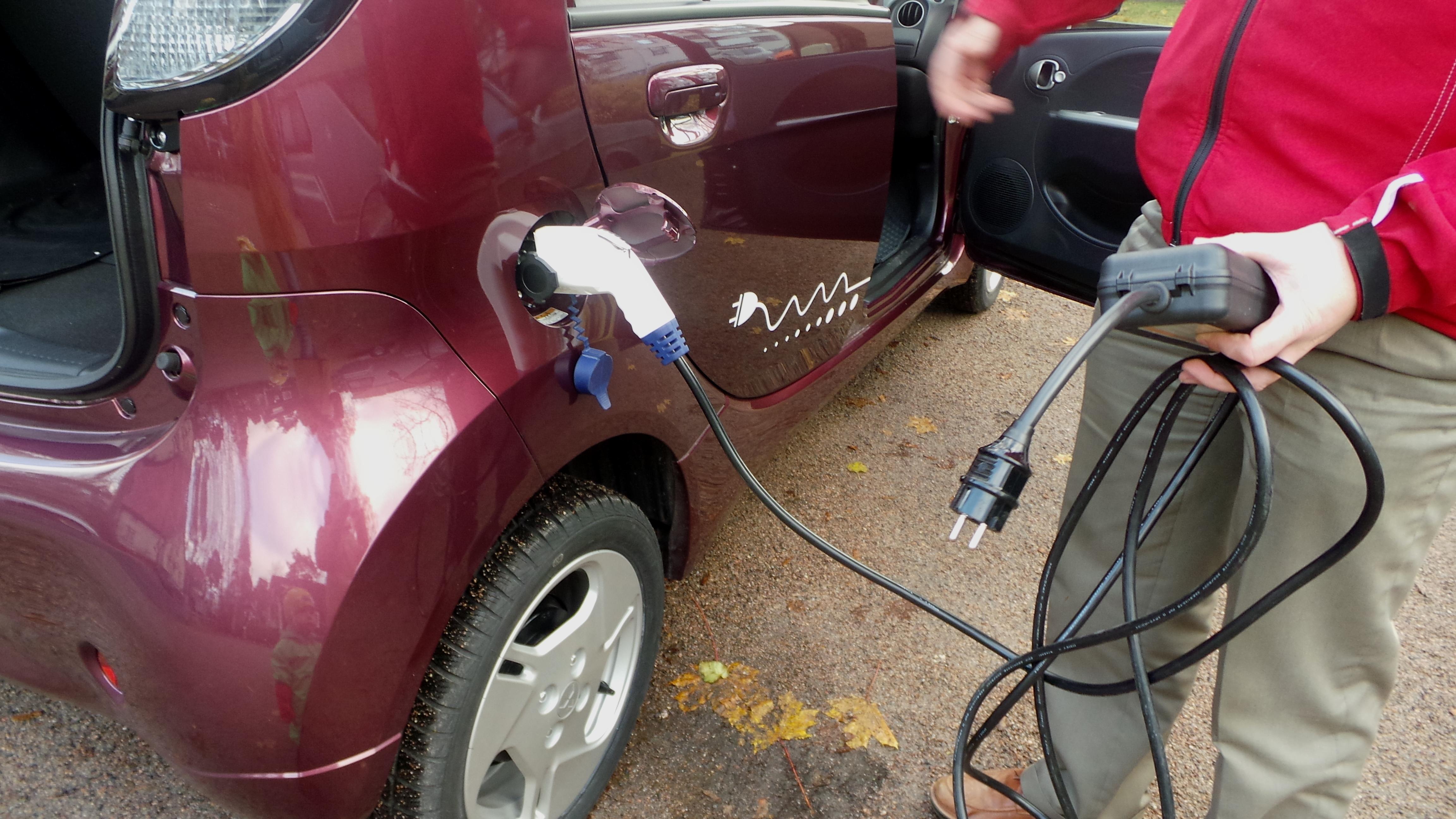 sähköauto tankkaus.jpg