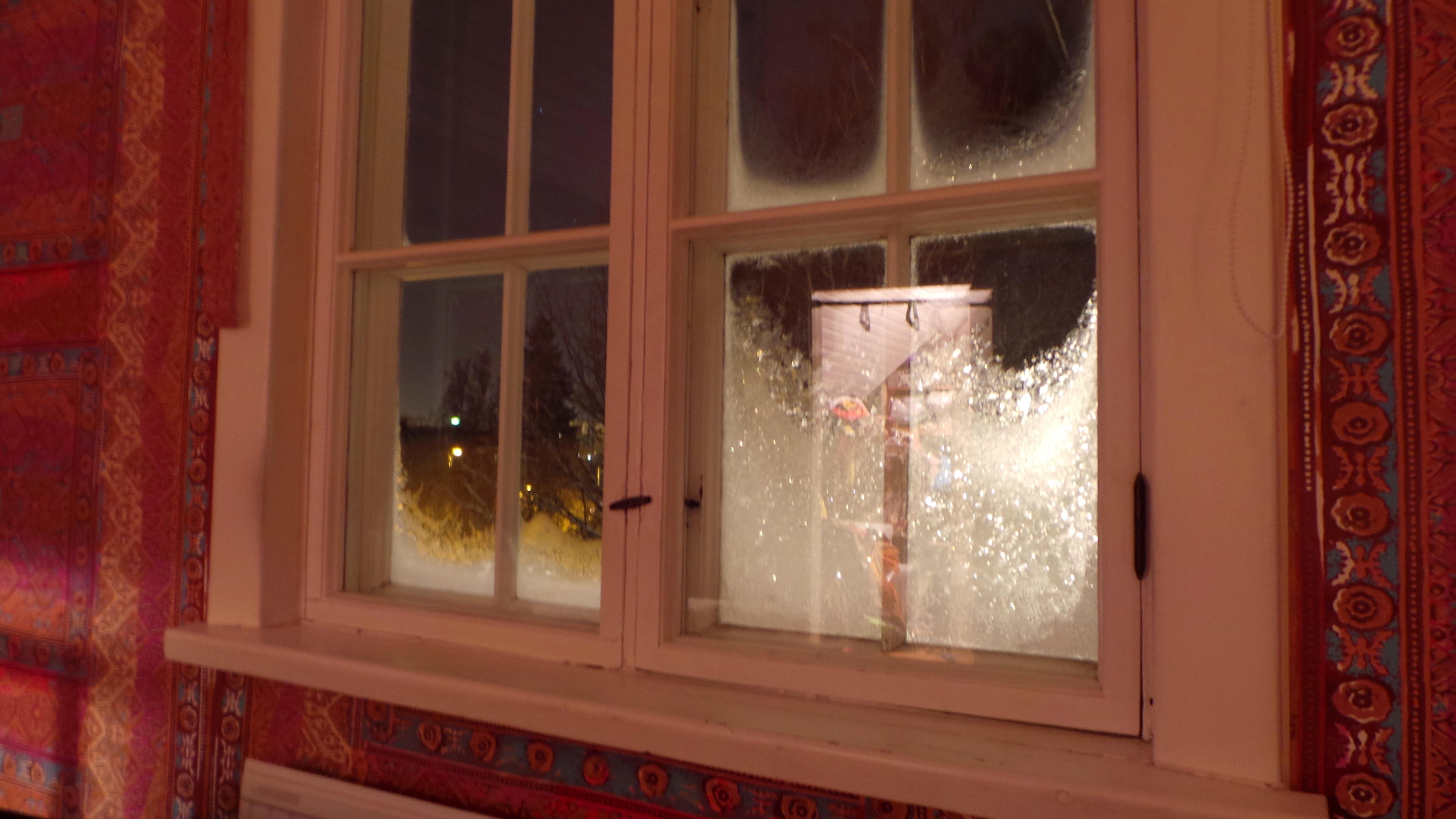 talviyö ikkuna.JPG