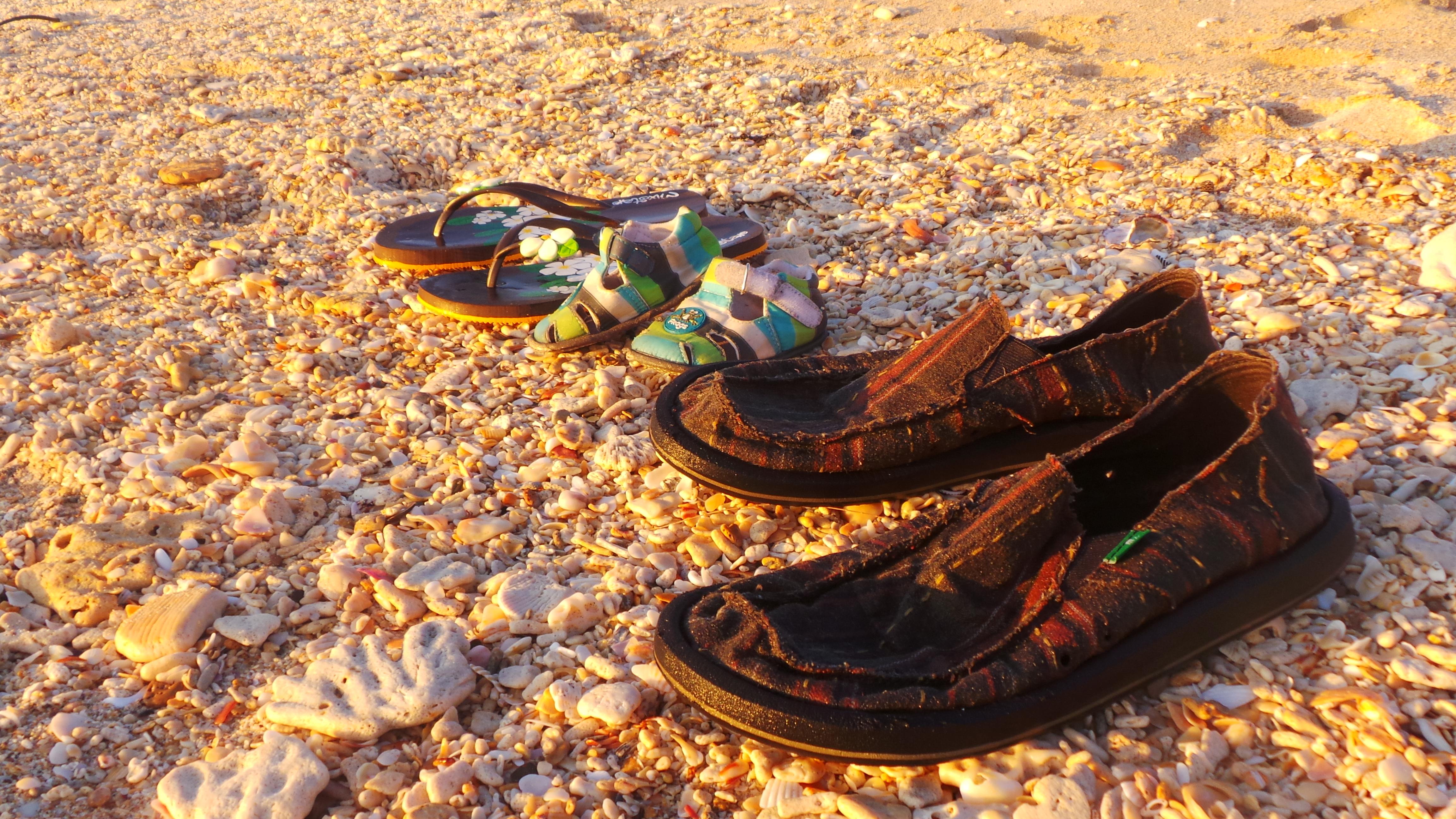 kengät rannalla.jpg