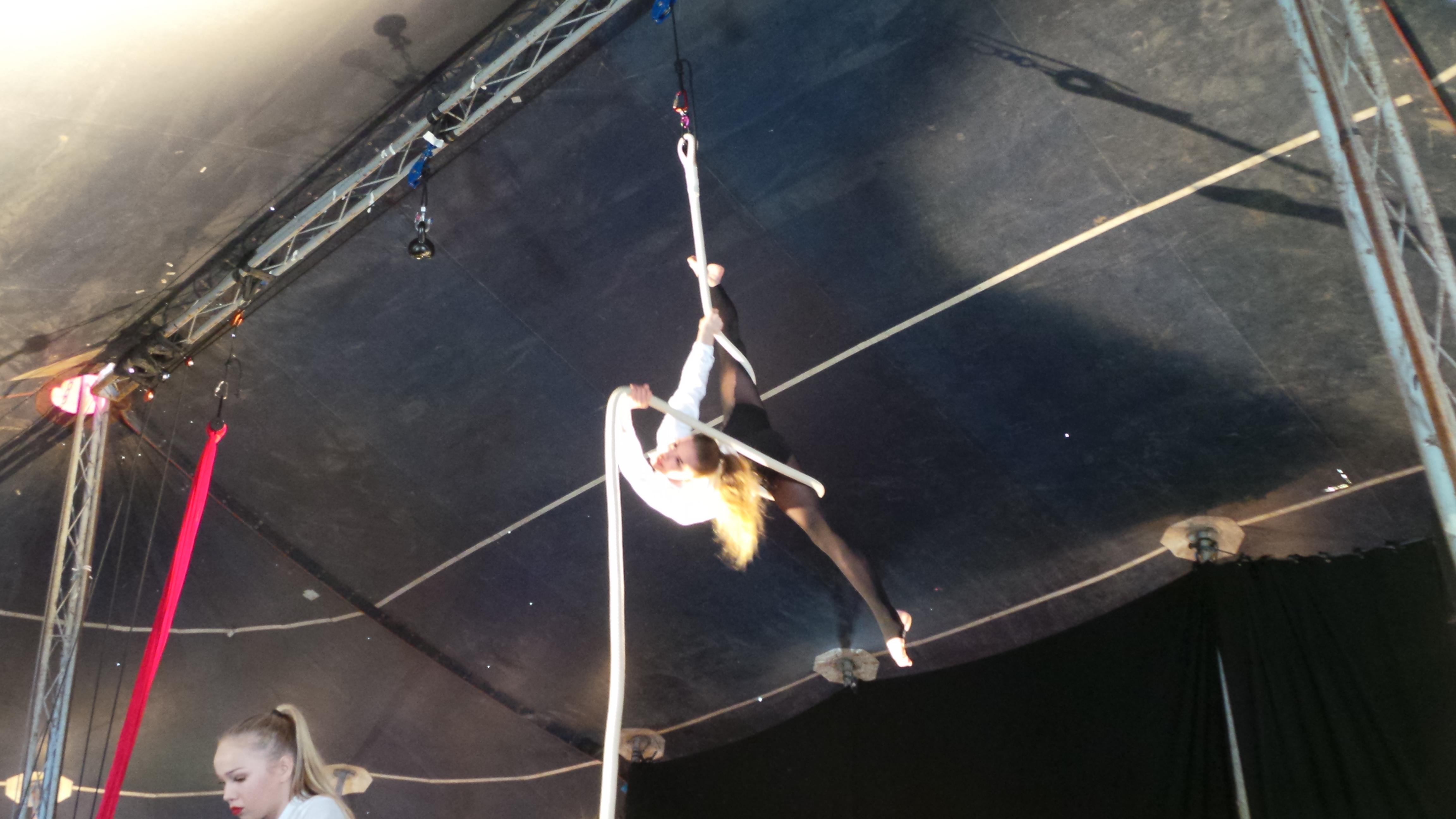 linnanmäen sirkuskoulu esitys.JPG