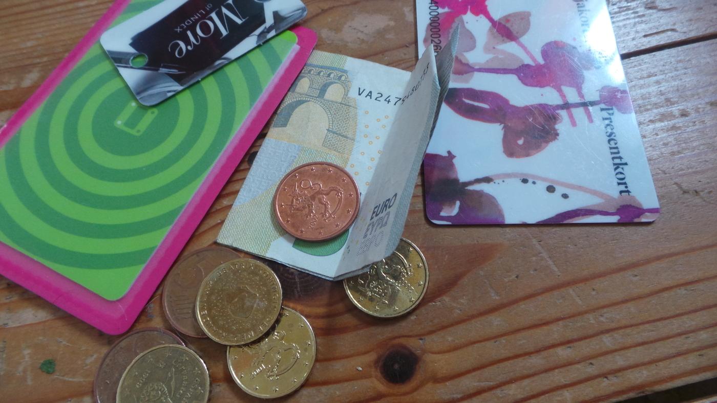 rahaa ja lahjakortti.JPG