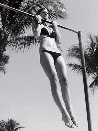 woman-pullup-in-bikini.jpg