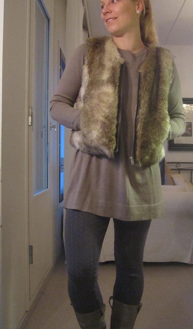 08/11/2012: Fake fur vest