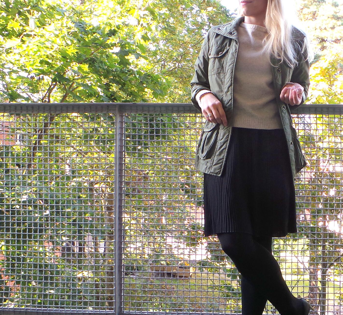 04/09/2013: Pleated skirt & Military jacket