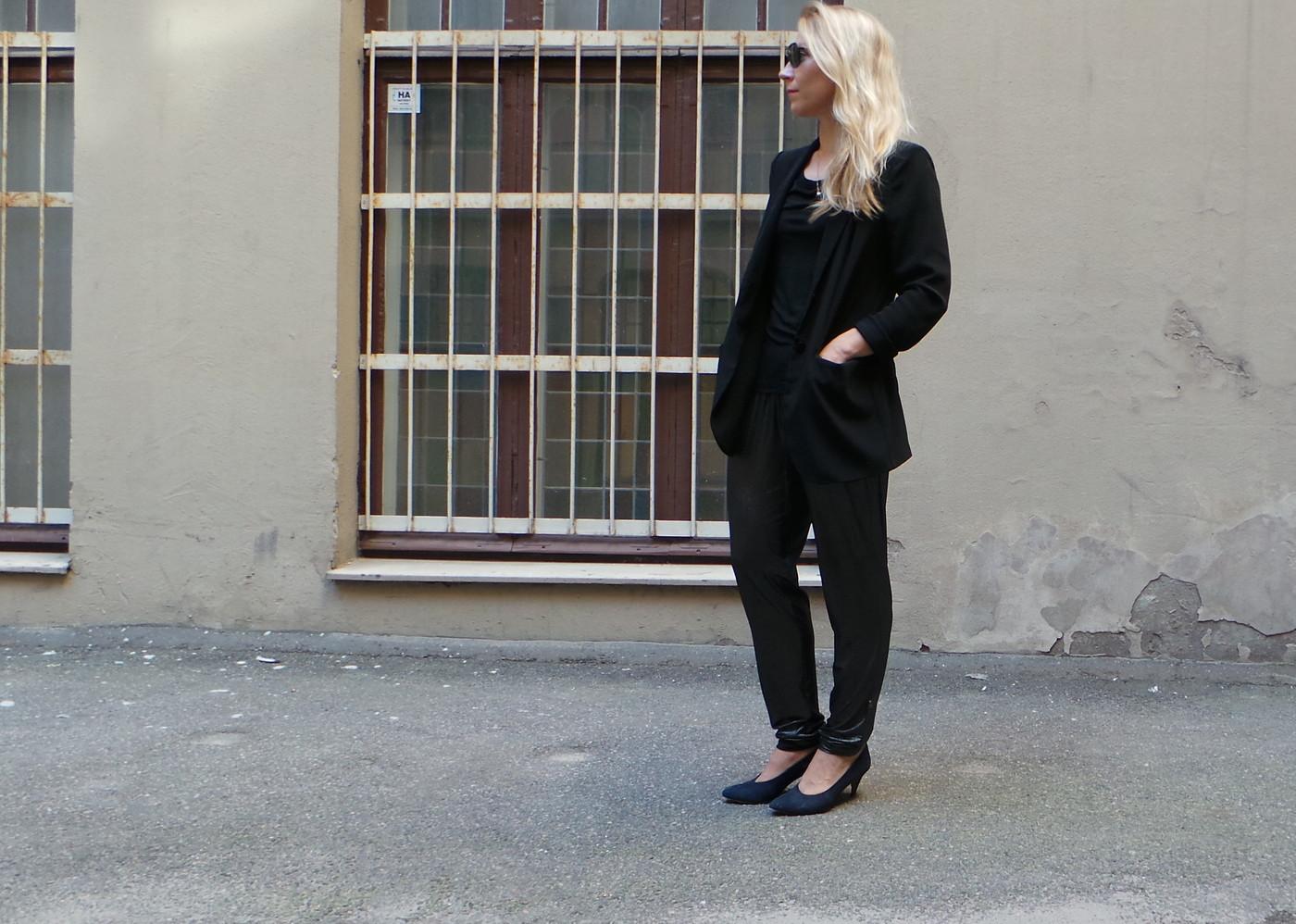 Lilyn haasteviikko, Päivä 1: Glitter pants for office?