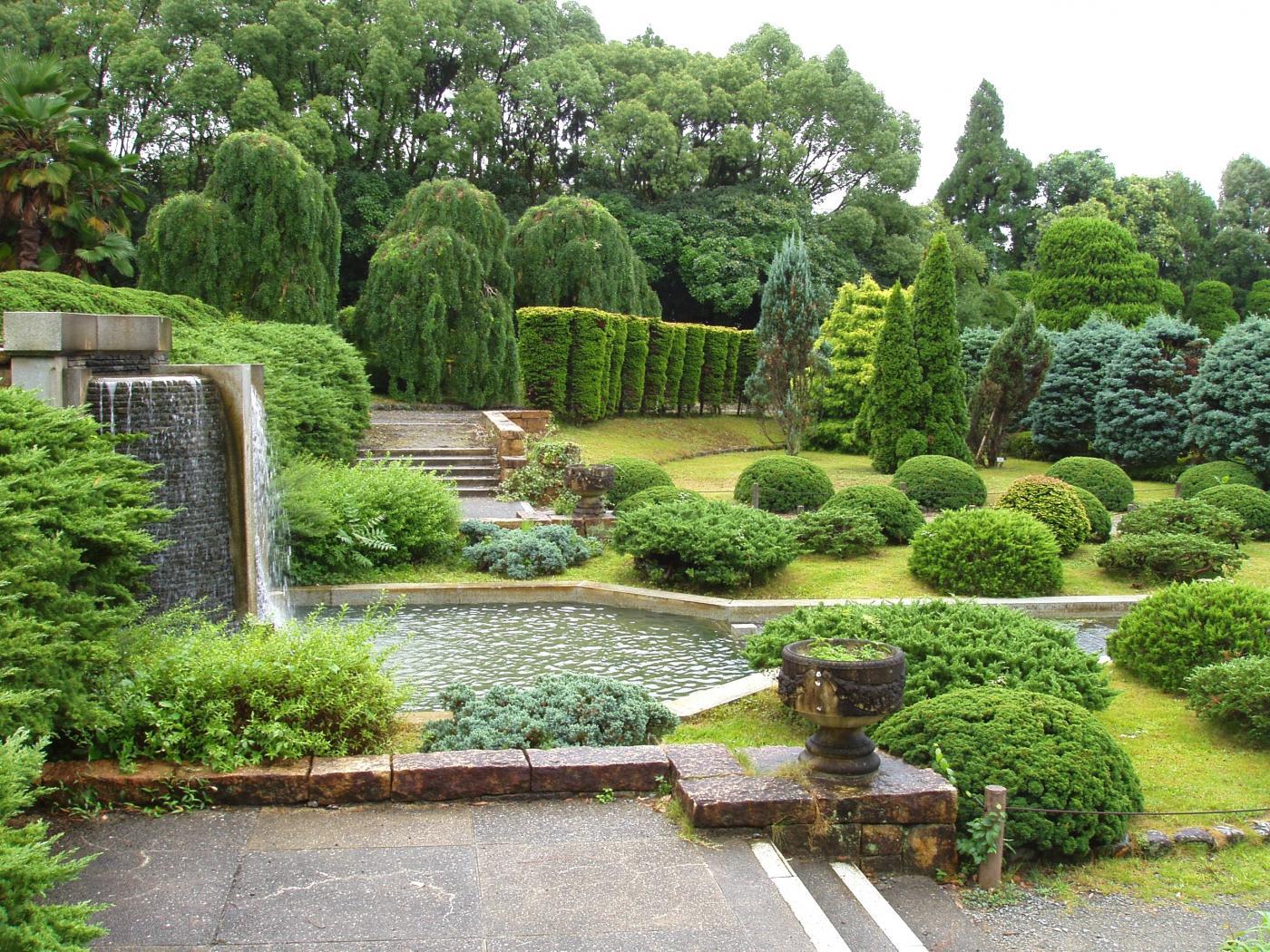 kyoto_botanical_garden_-_sunken_garden.jpg