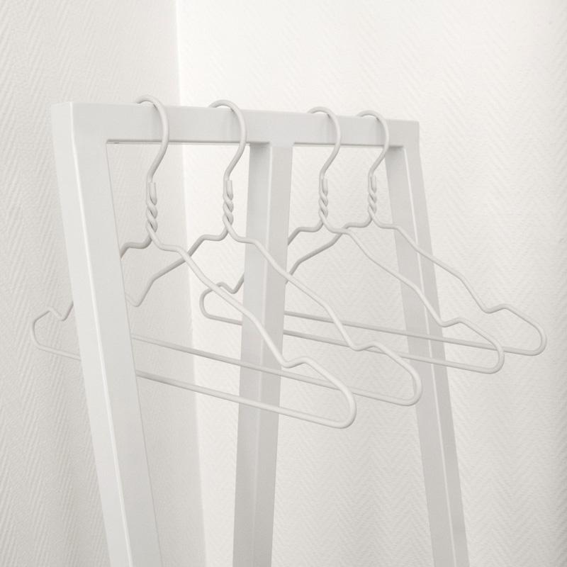 4_hangers.jpg