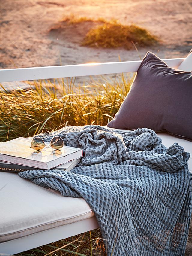 jot_1812_outdoor-living-BEACH-CLOSEUP_2.jpeg