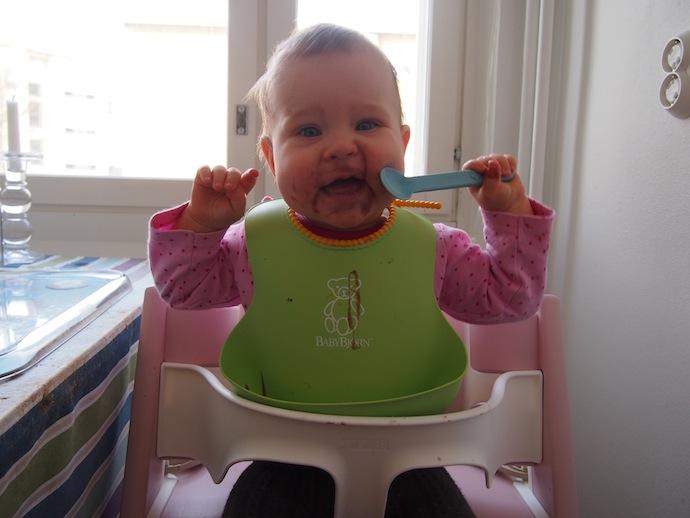 Sormiruokailua osa 2, vähän vähemmän sotkua ja kylläinen lapsi!