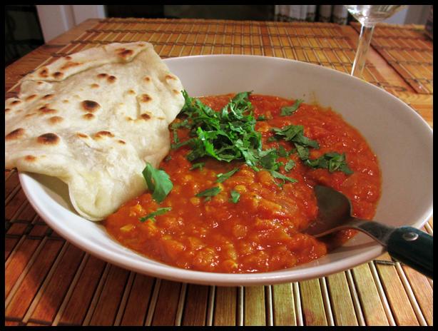 Intialainen linssimuhennos & Naanleipä