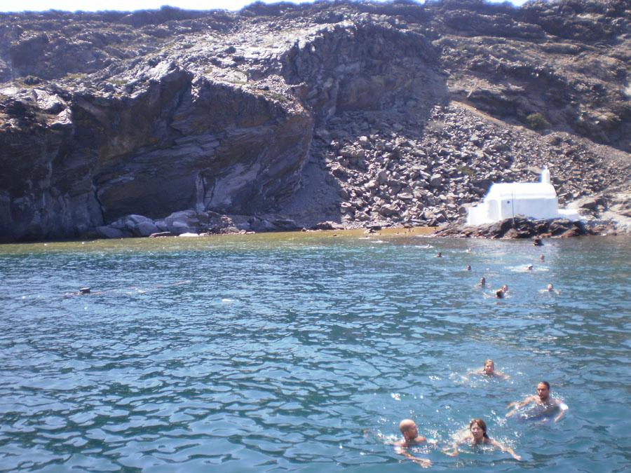 Santorini_17_retkella uimassa.jpg