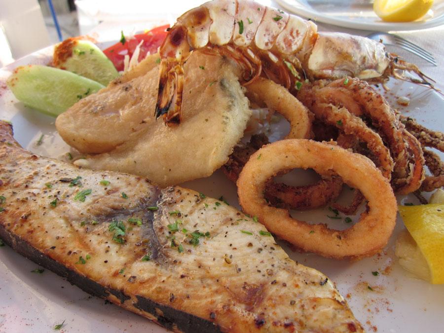 Santorini_5_Ruokaa_Mixed_Fish.jpg