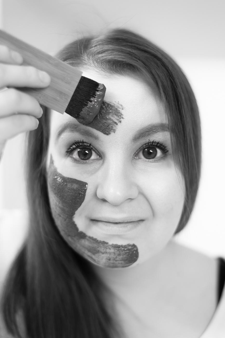 Luonnonkosmetiikan savinaamiolla eroon ihon sameudesta