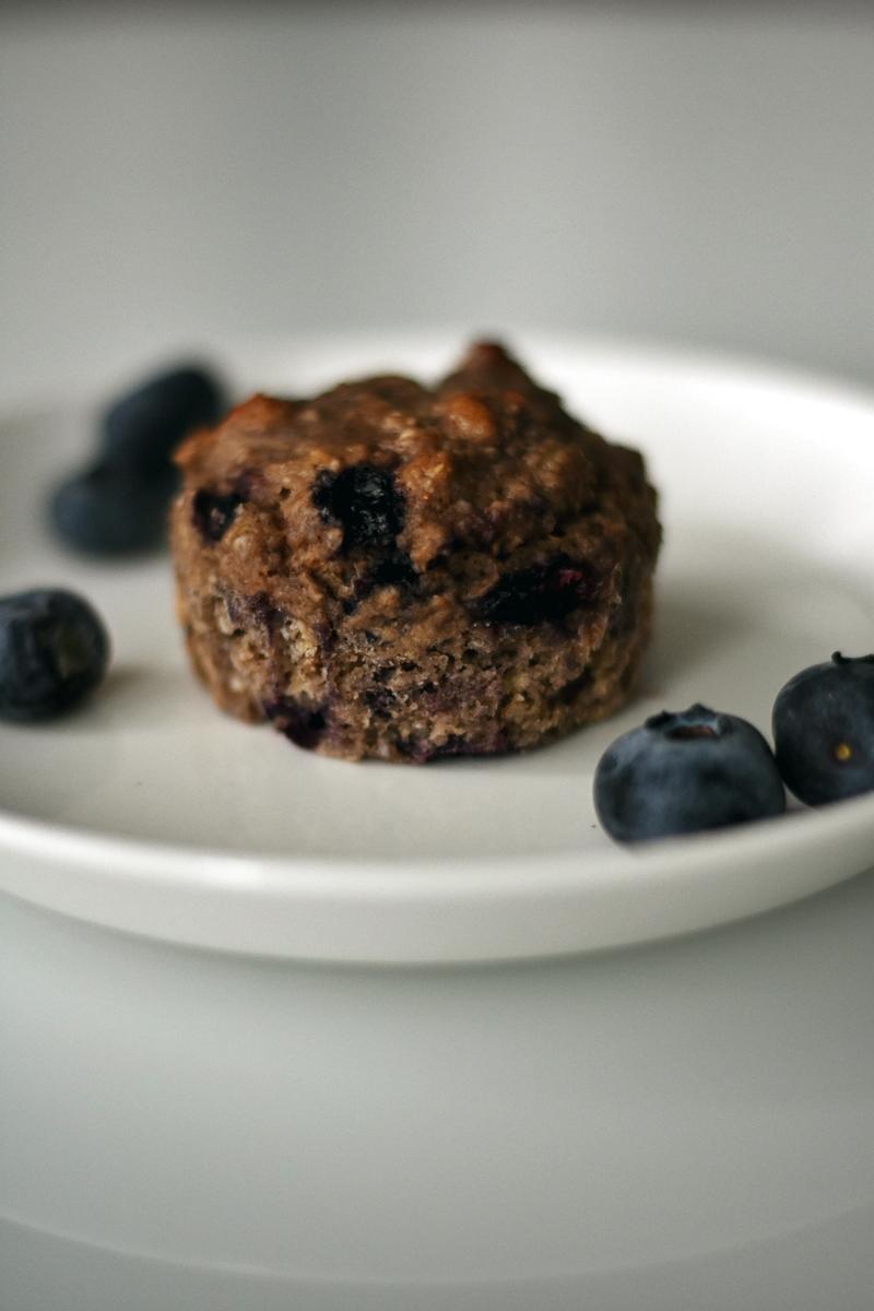 vegaaniset_gluteenittomat_banaani_mustikka_muffinit