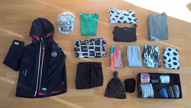 kapseli-vaatekaappi-10-vuotiaan-minimalistinen-vaatekaappi-minimalismi-vaatteet-vaatteiden-maara.jpg