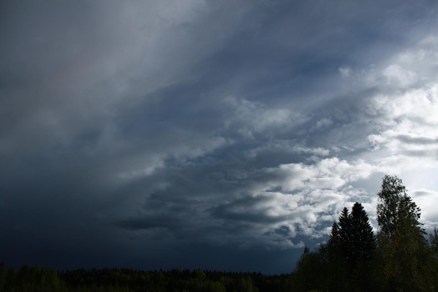 tummat pilvet.JPG