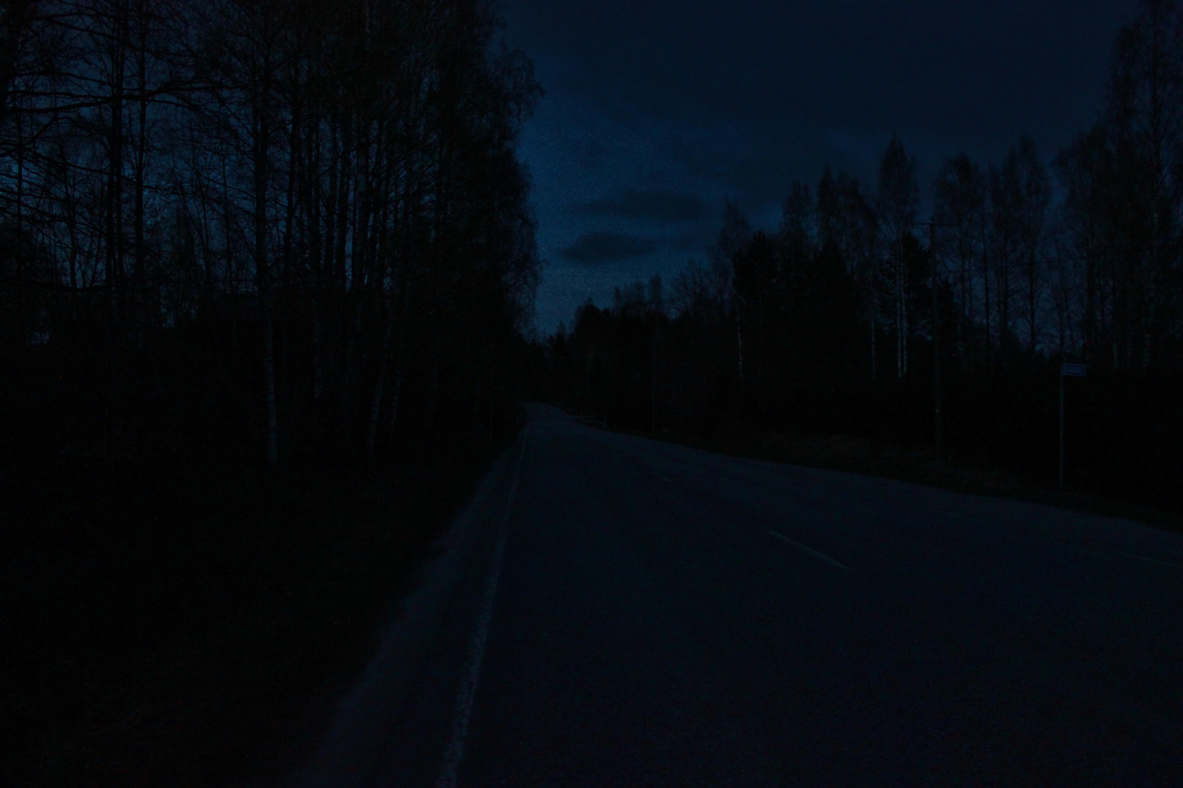 7 miljardia äärettömyyttä - pimeä tie.JPG