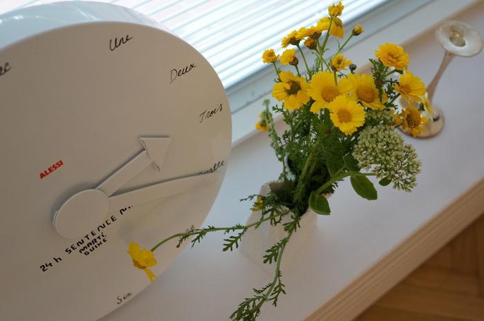 keltainen kimppu ja alessin kello.jpg