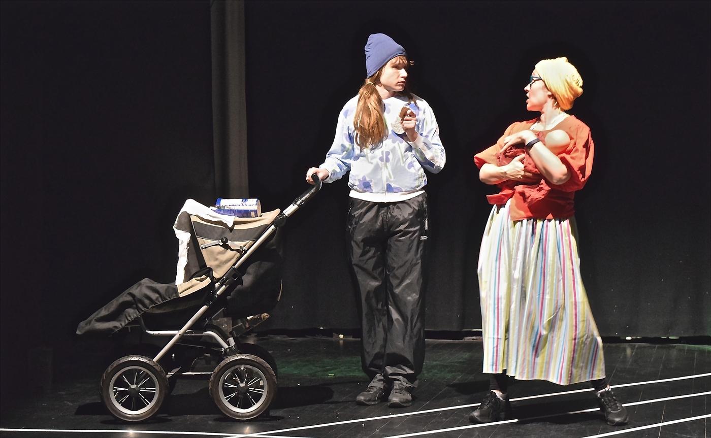 Teatteri_Siperia_Suorittajat_Aidit_-_Miika_Muranen_ja_Marika_Heiskanen.jpg