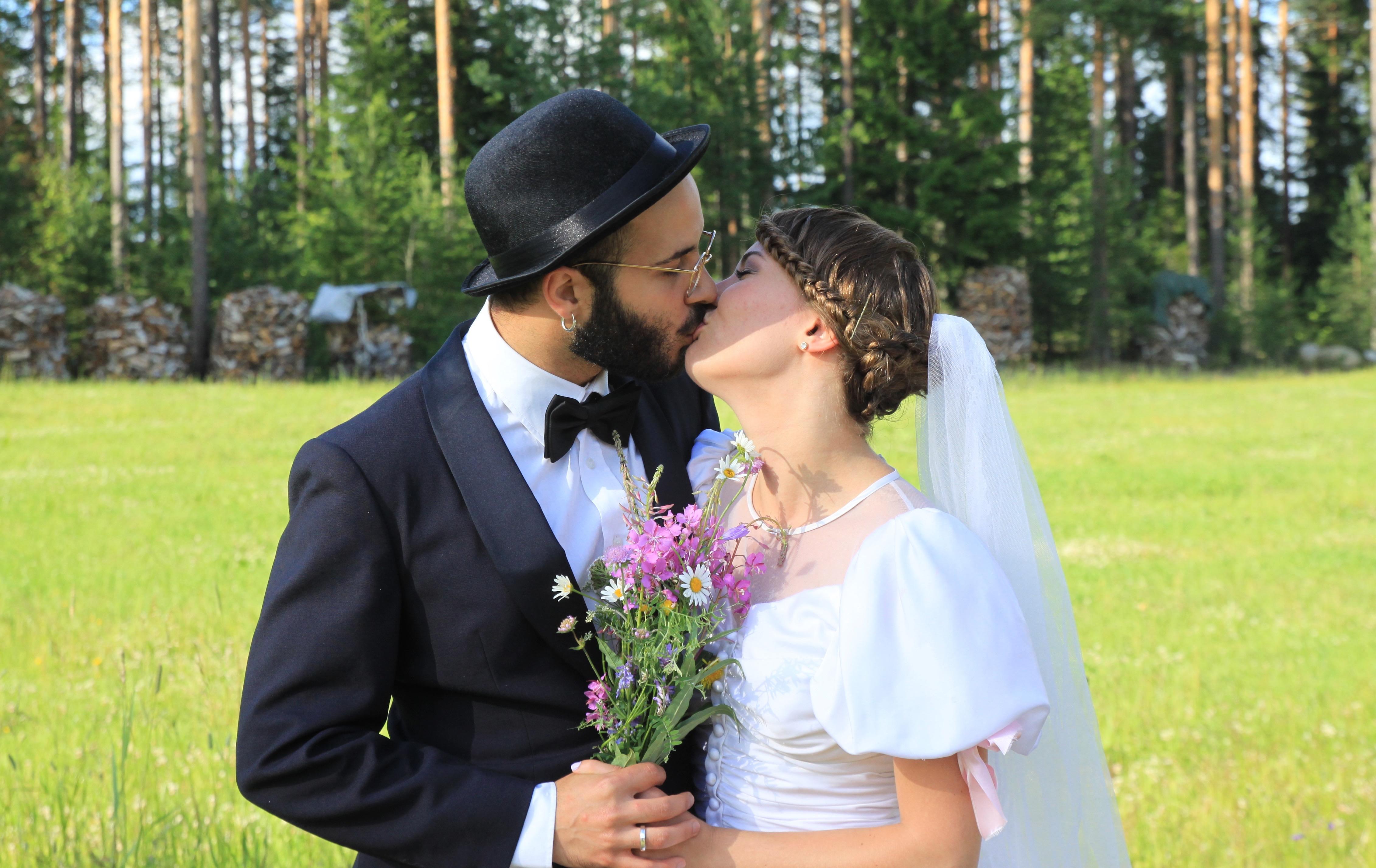 hääparin suutelo.jpg