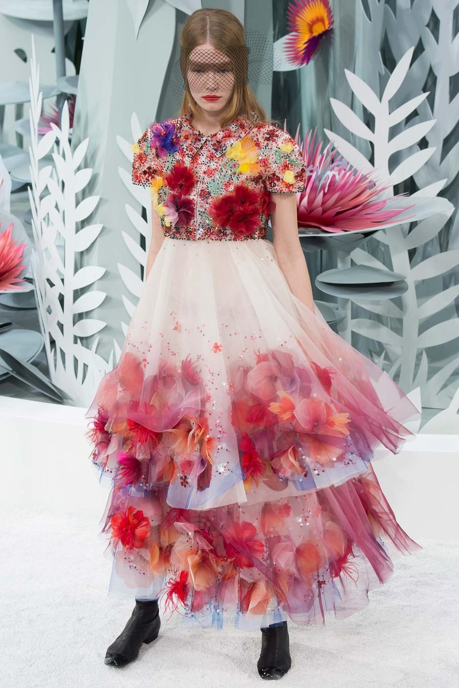 Kukkajuhlia haute couture -muotiviikoilla