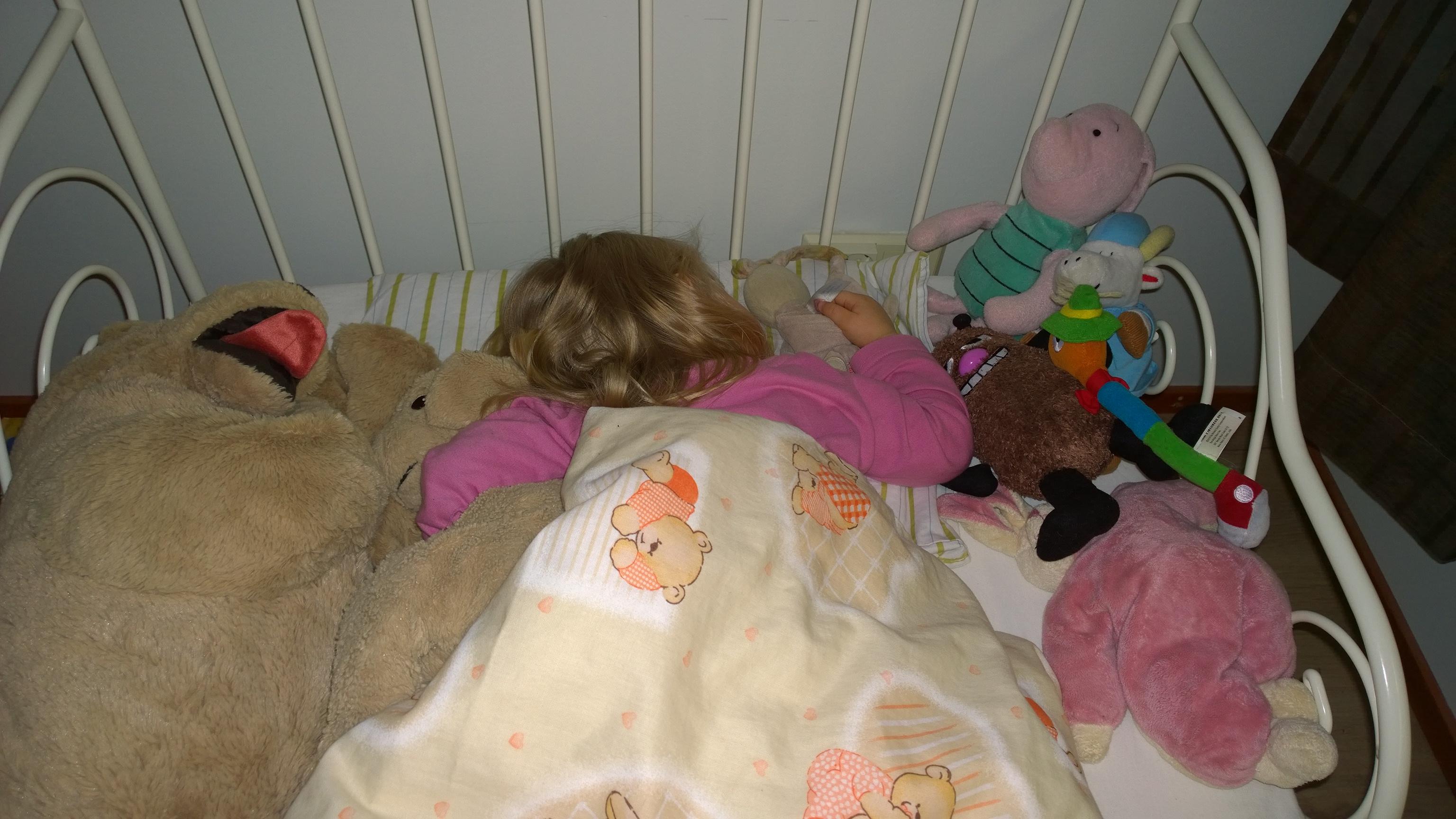 Innostus ison tytön sängystä