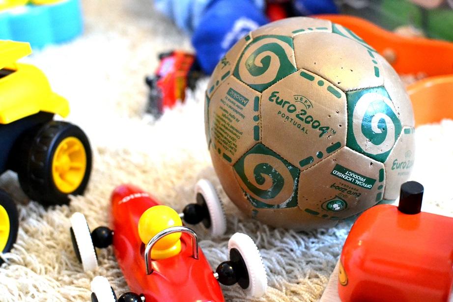 Muistojen pallo ja muita leluja