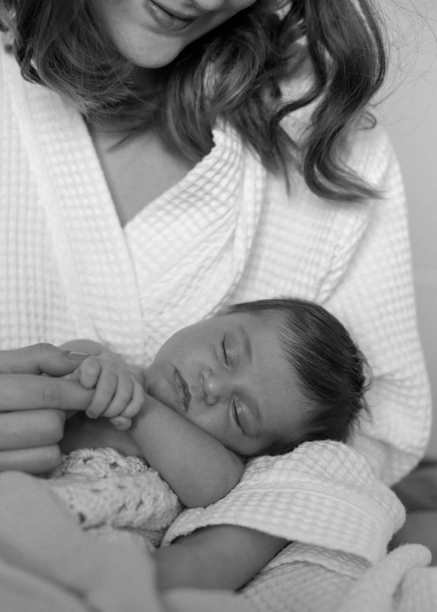 Miten meillä nukutaan? Vauvan univaiheet 0-8kk