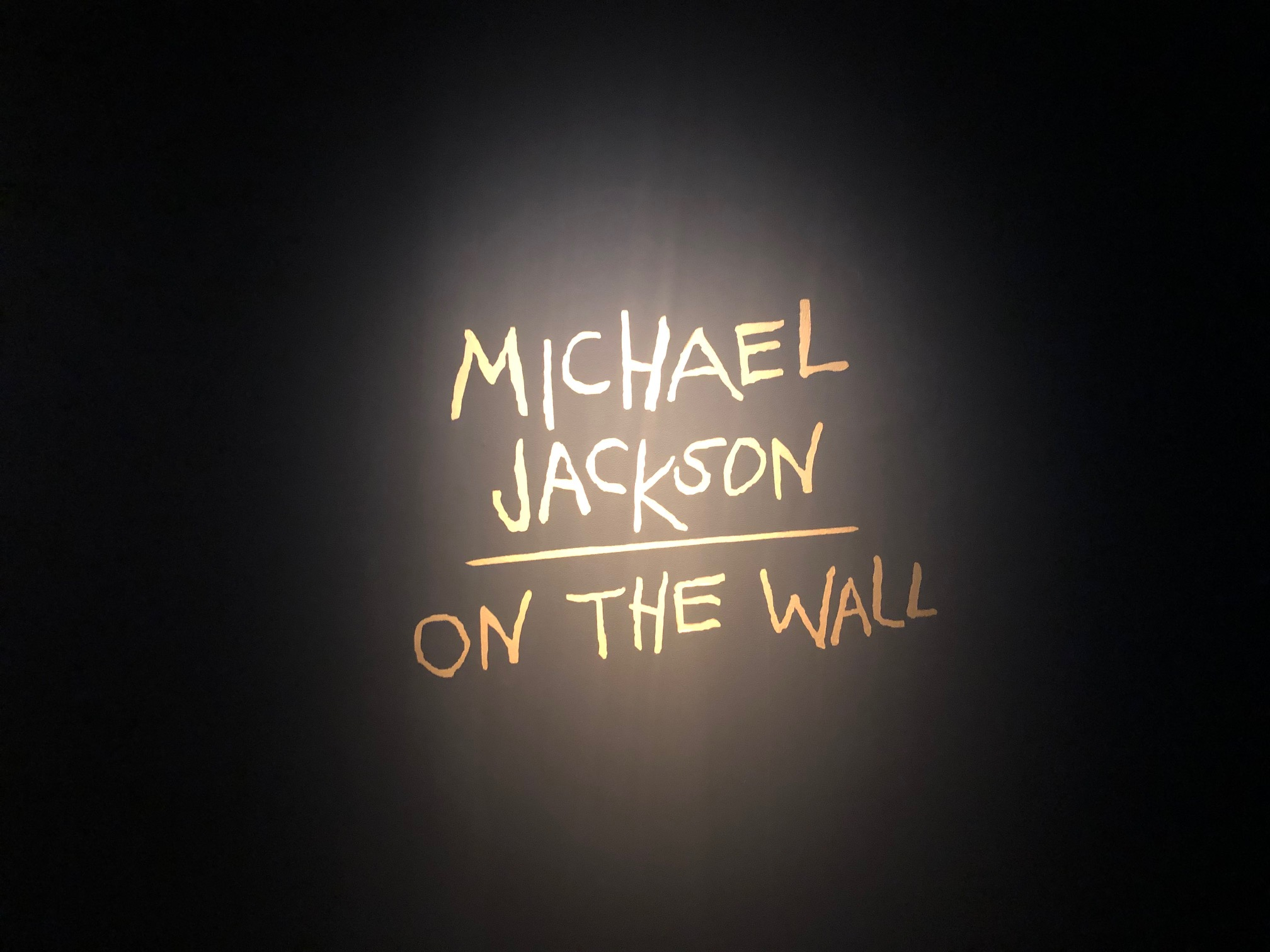 Michael Jacksonin monet kasvot Emmassa