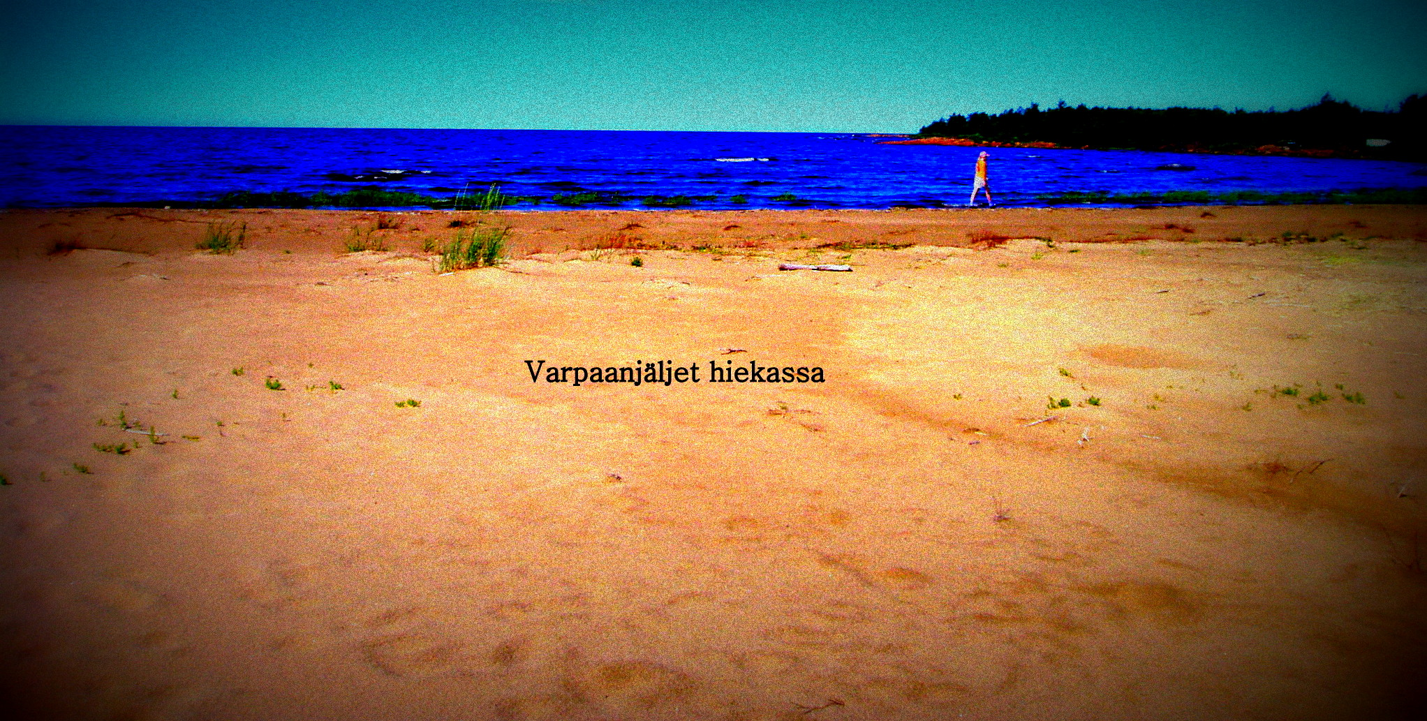 Varpaanjäljet hiekassa