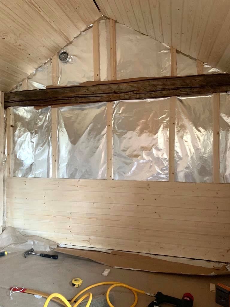 Kesämökin saunaprojekti: panelointi antoi rakennukselle uuden ilmeen