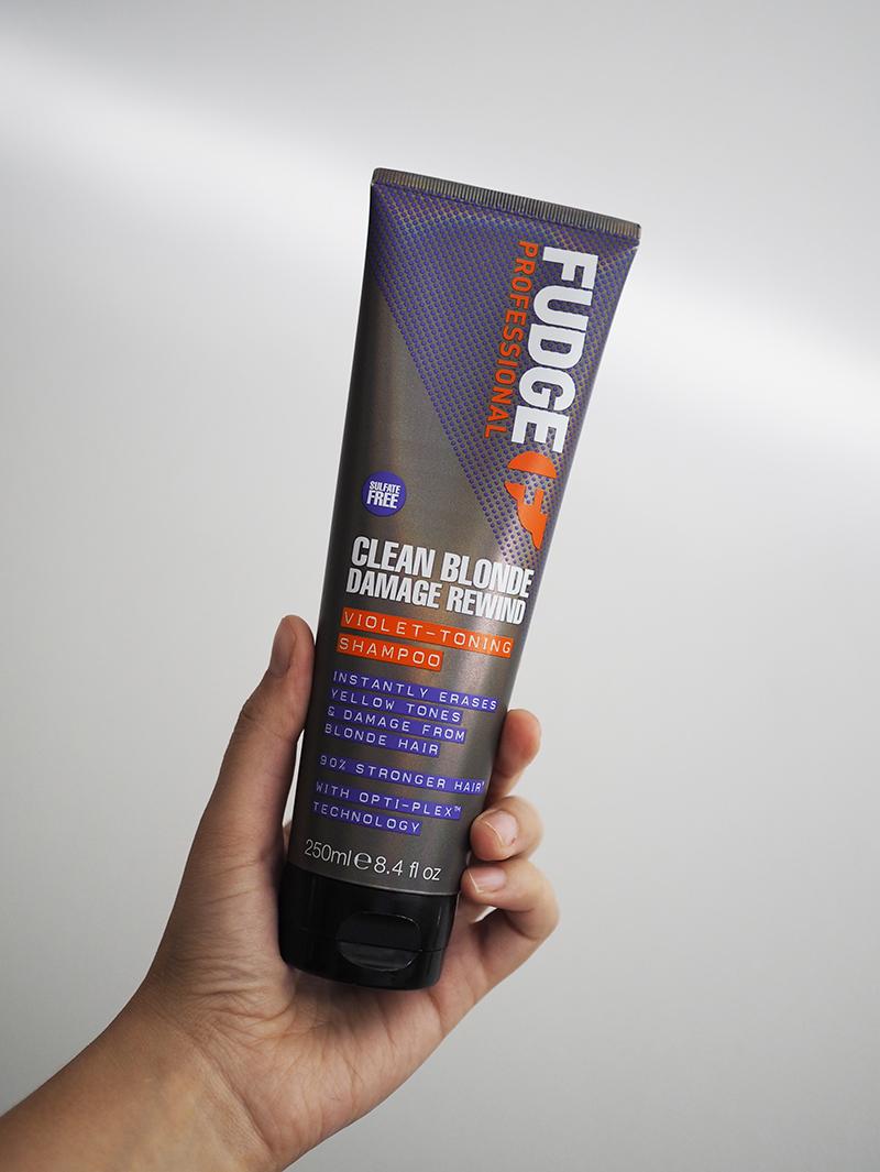 Ikoninen hopeashampoo uudistui – Fudge Clean Blonde Damage Rewind