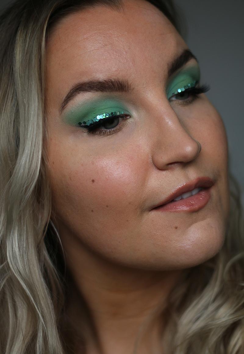 vihreä glitter silmänrajaus