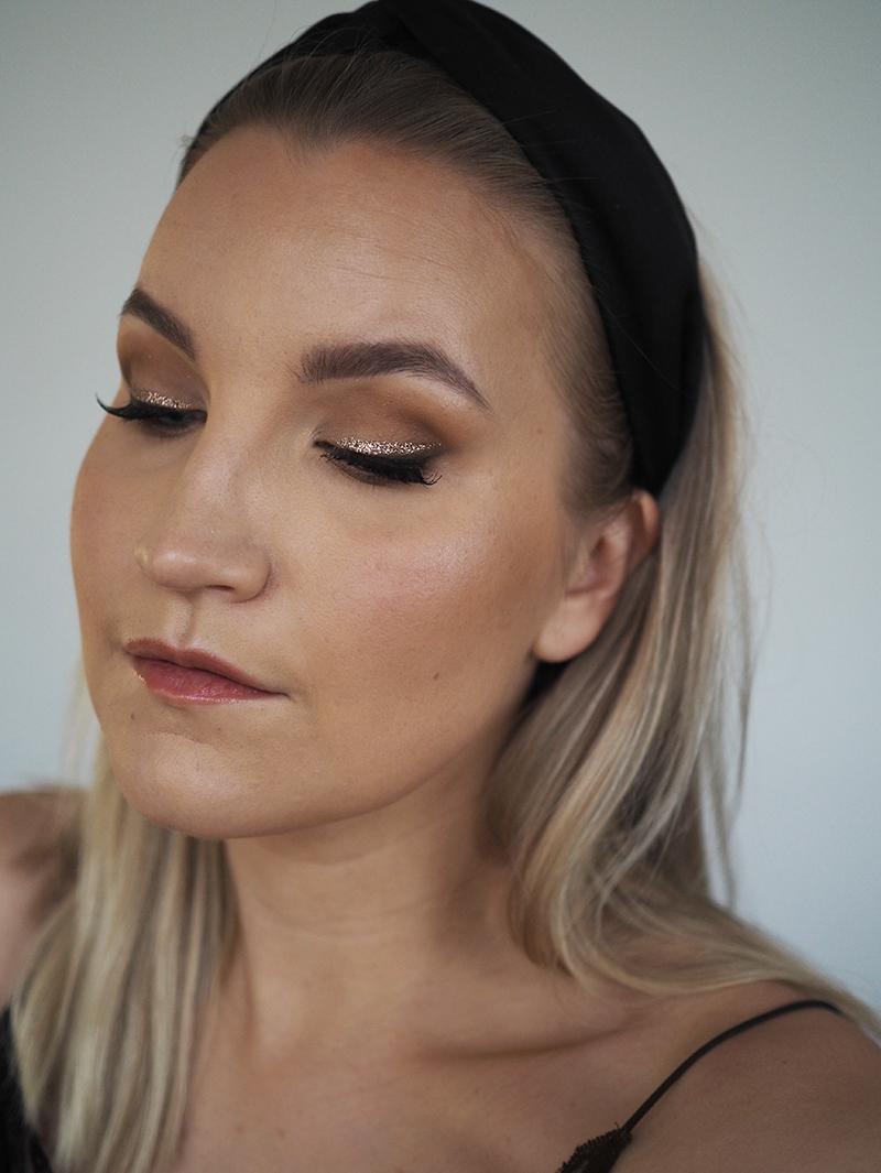 Päivän meikki ja video-tutorial: glitter-rajaus