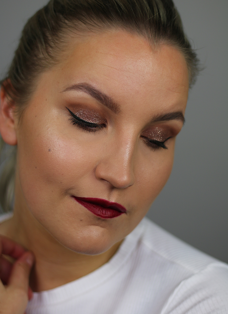 Päivän meikki: kimalletta + tummat huulet