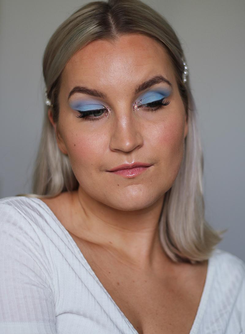 pastel-blue-makeup