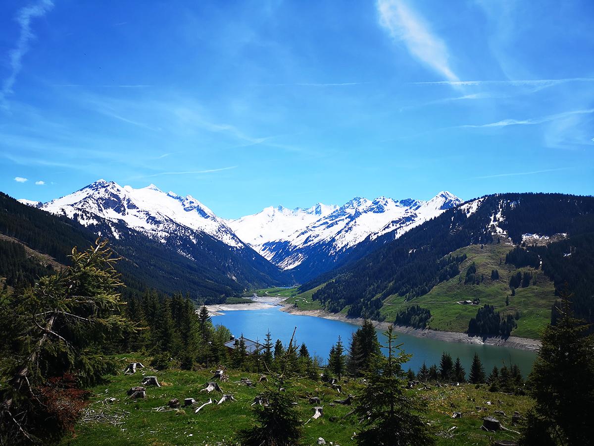 kesäisellä alppimatkalla: vuoristomaisemia