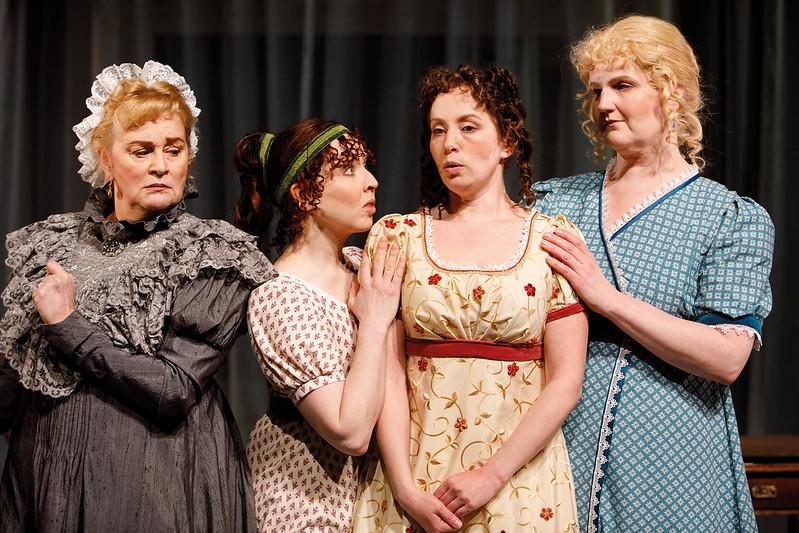 Teatteriarvio: Tavat ja toiveet – Jane Austenin matkassa