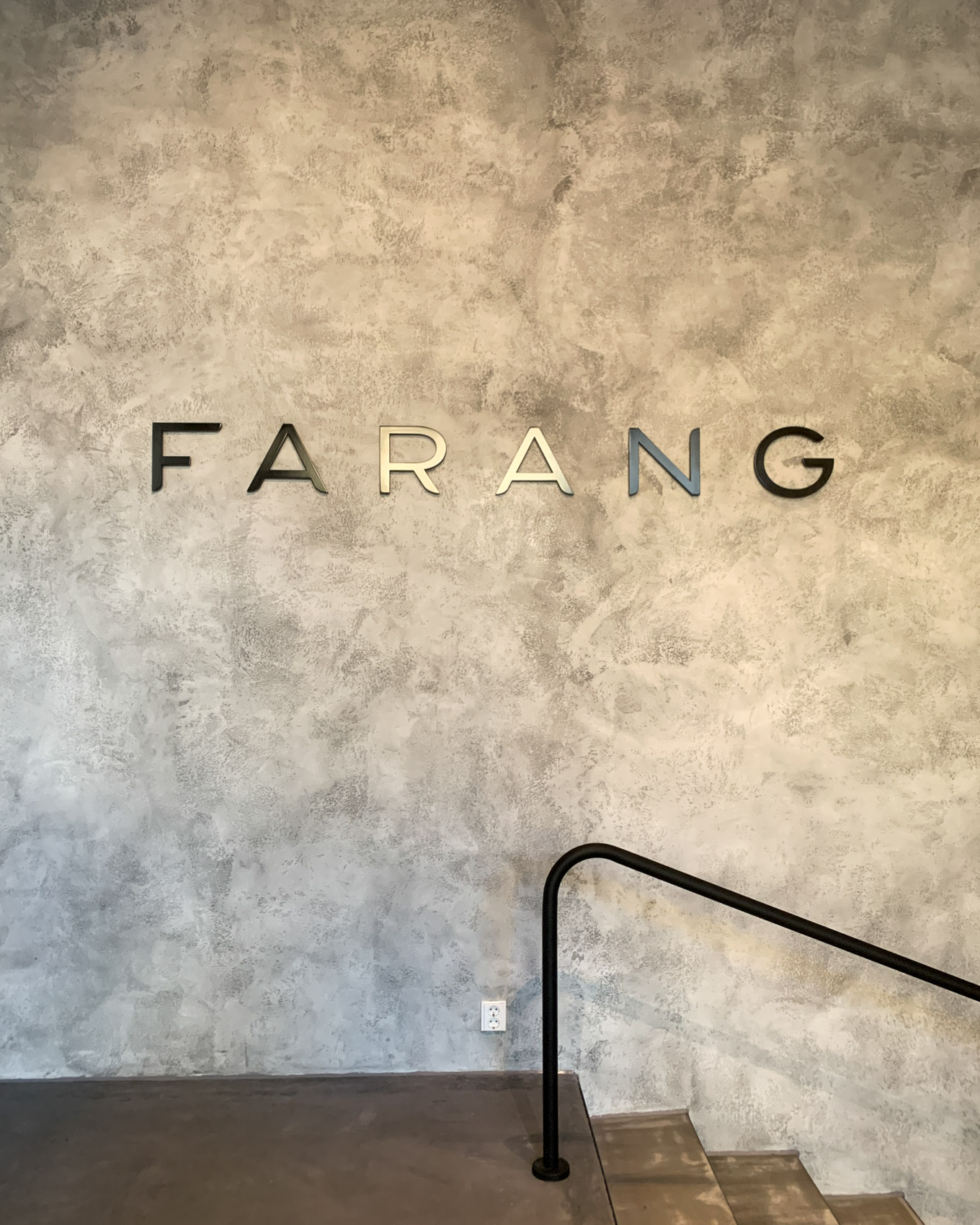 Ravintola Farang, kaksi lasta ja kahdeksan lajin maistelumenu
