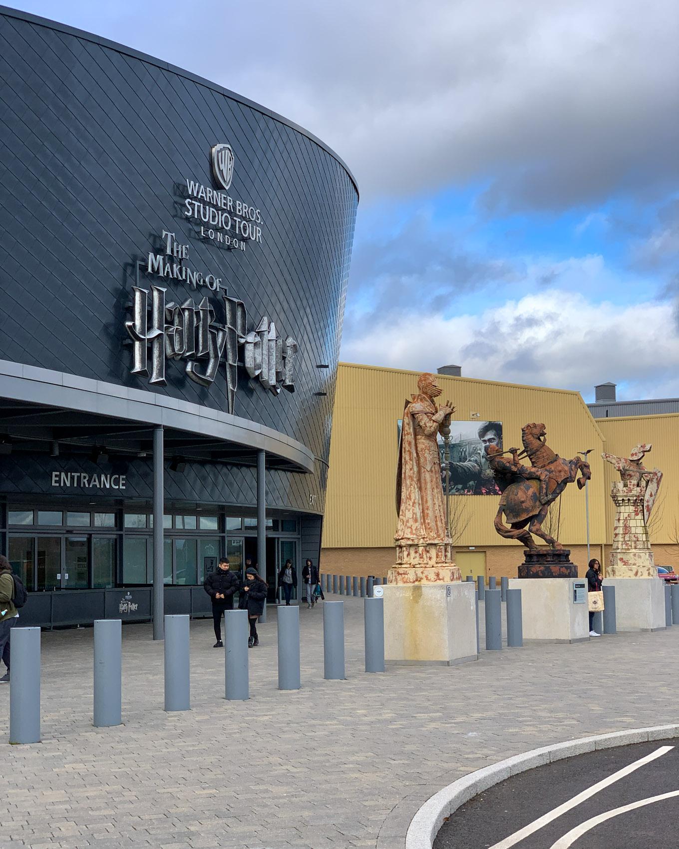 Harry Potter -fanin unelmien täyttymys: kierros Warner Brothersin studioilla Lontoossa